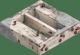 Madeira de construção com argamassa e pregos