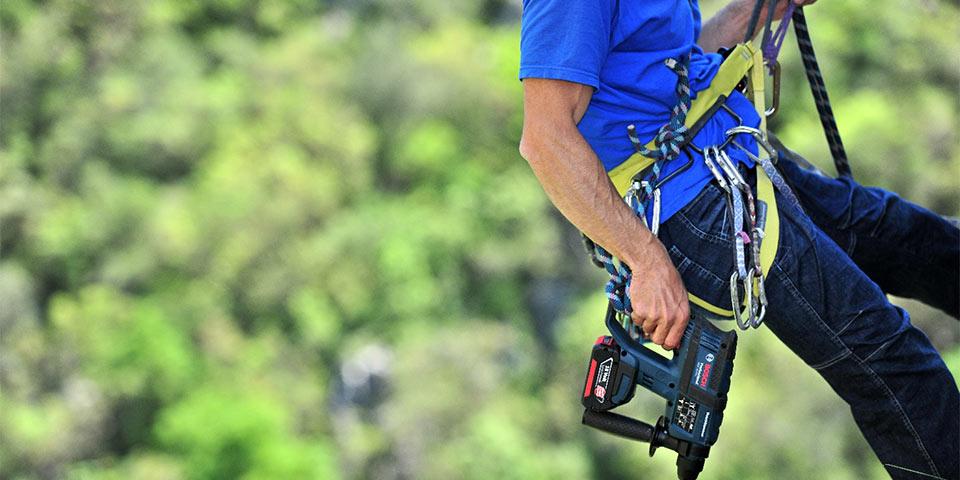 Para uma escalada segura e pela paixão da colocação de cavilhas: Furadeira alimentada por bateria da Bosch, GBH 18 V-EC